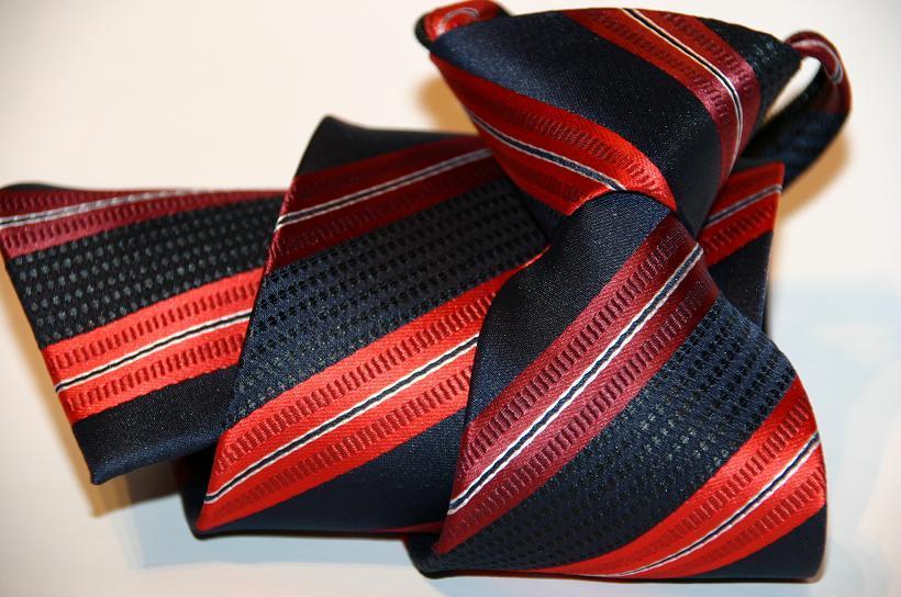 neuartige krawatte revoluzioniert den mode markt. Black Bedroom Furniture Sets. Home Design Ideas